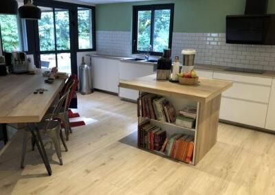 Carrelage imitation bois posé dans la cuisine