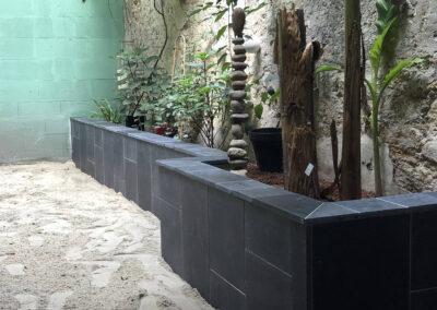 Jardinière en pierre volcanique du siam