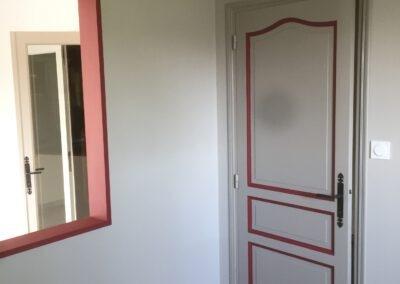 rafraichissement de la peinture d'une porte intérieure